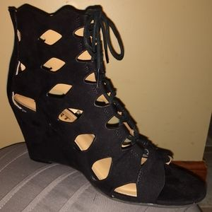 Black Report Shamos wedge strappy sandals